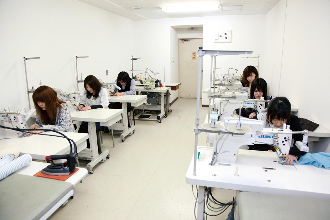 tfac東京服飾専門学校/工業ミシン・生産縫製実習室